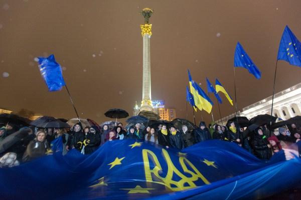 10.Ukraine_Euromaidan_Flag_EU.tsn_.ua_